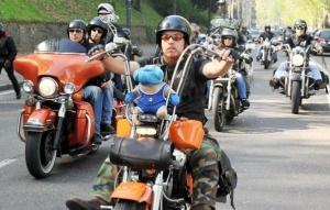 motociclista-su-chopper-al-funerale